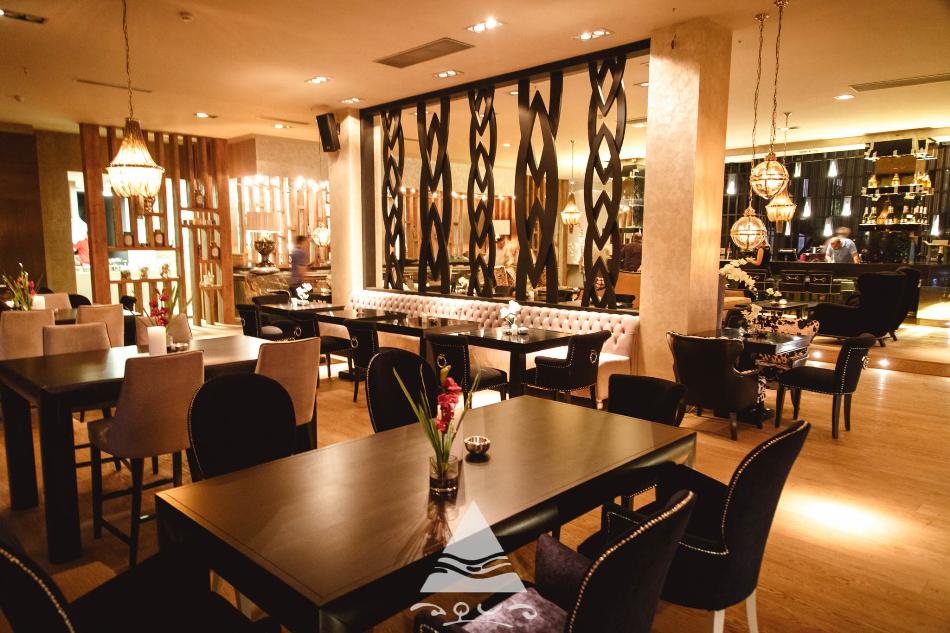 aqua restaurant bar lounge